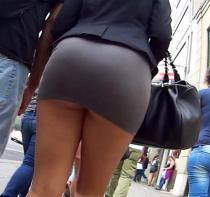 mini jupe sans culotte dans le cul de mamie